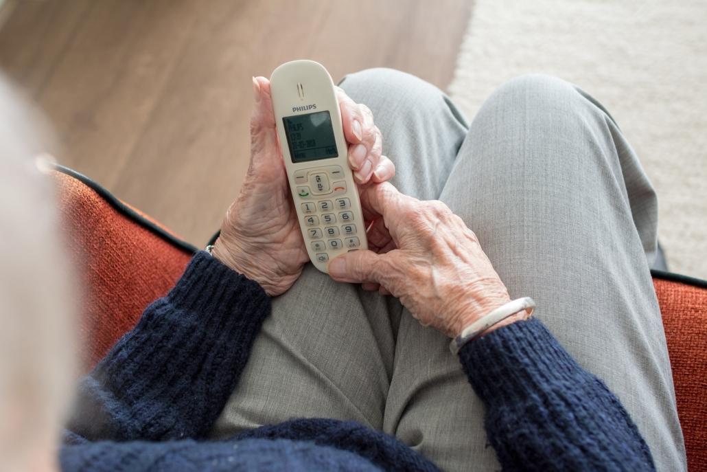 Mujer esperando llamada